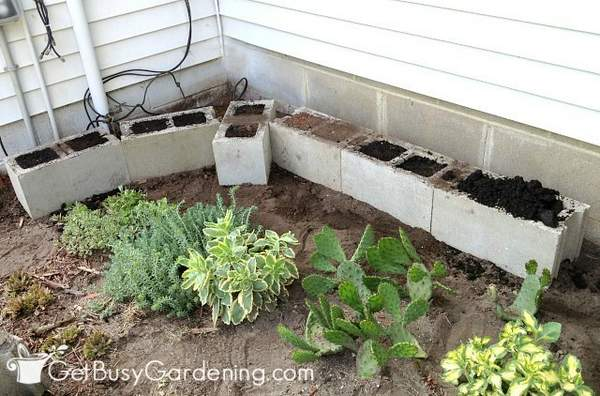 Cinder block planter bottom must be level