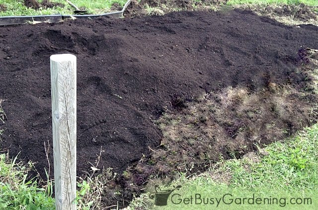 Adding organic soil amendments for vegetables