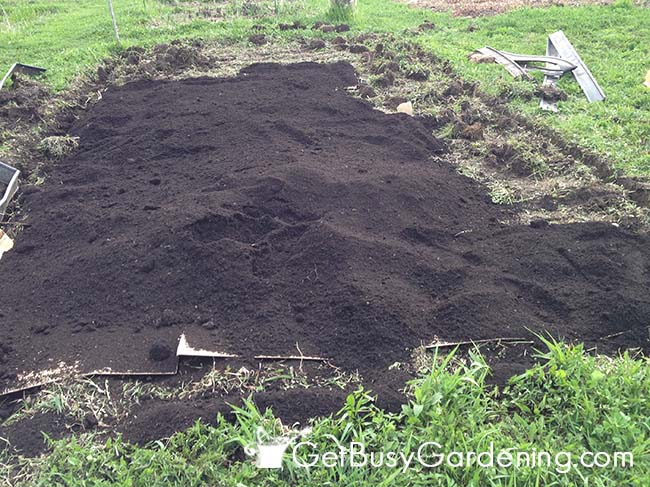 Adding Compost To New Garden Bed