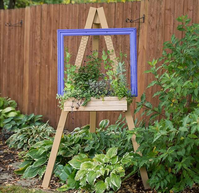 Living art easel vertical garden planter